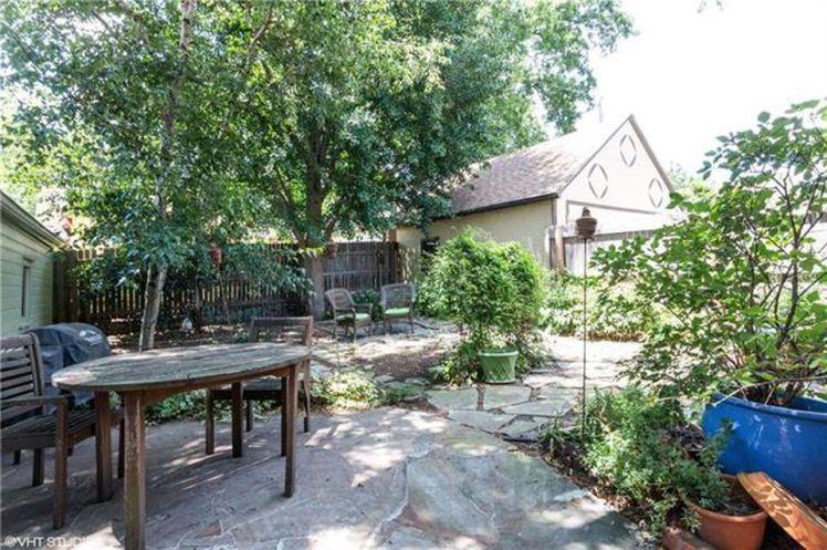 backyard-garden-wedding-planning-in-kansas-city